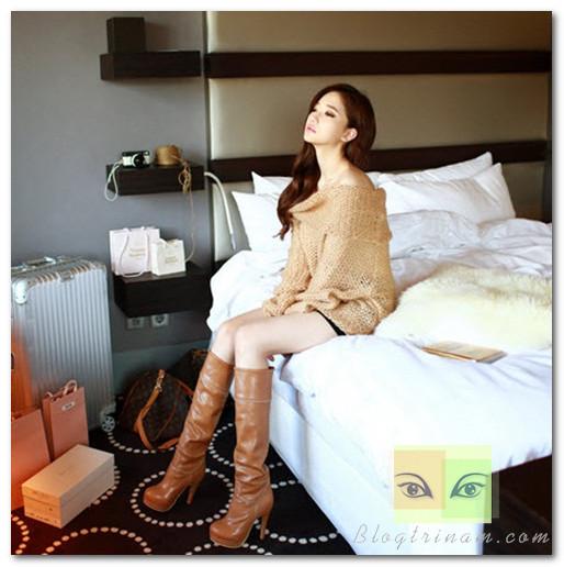 Những mẫu áo len oversize với đường cắt vai khéo léo giúp bạn quyến rũ hơn mà không cần lo lắng về những đường cong không hợp lý bị phô bày