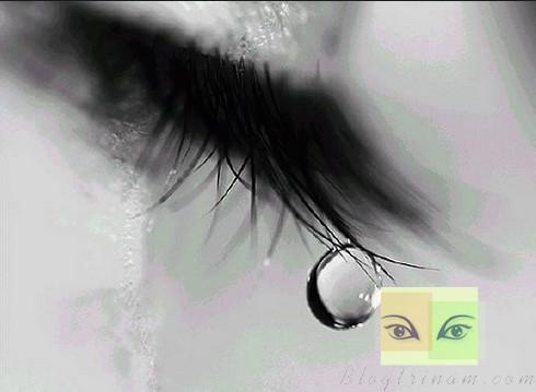 Đừng khóc, bởi khi bạn khóc ai đó sẽ buồn...